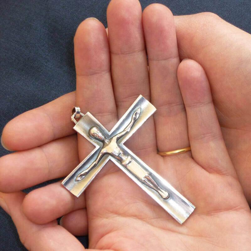 La Croix est signe de l'amour de Dieu pour l'humanité toute entière.